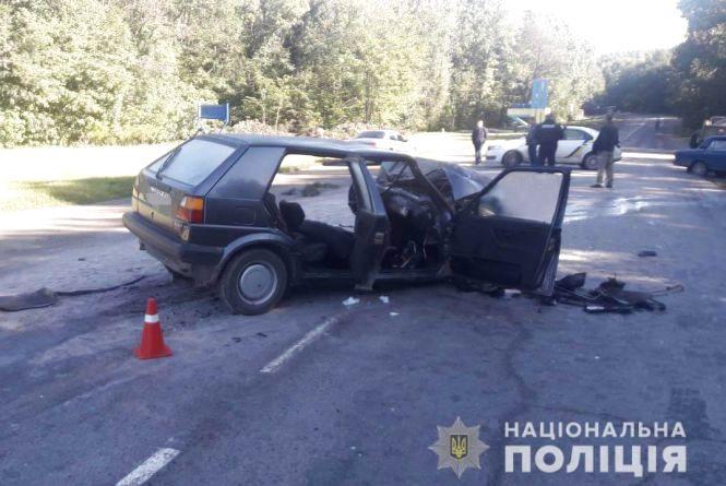 Смертельна ДТП у Гнівані: водій Volkswagen врізався у вантажівку