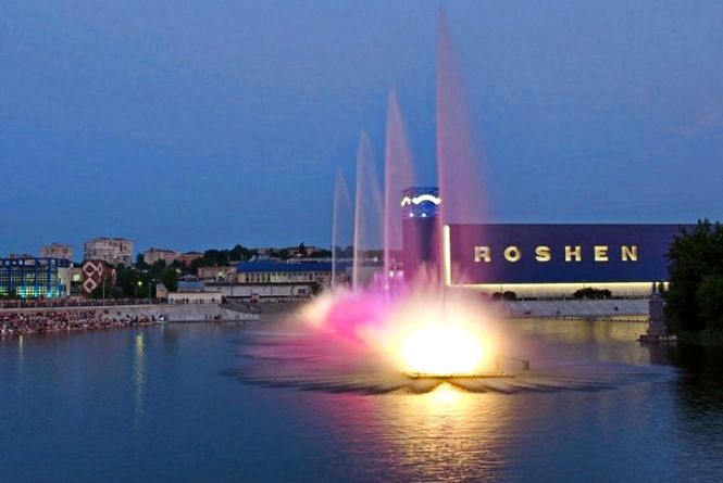 Хто з українських зірок закриє сезон фонтану «Рошен»