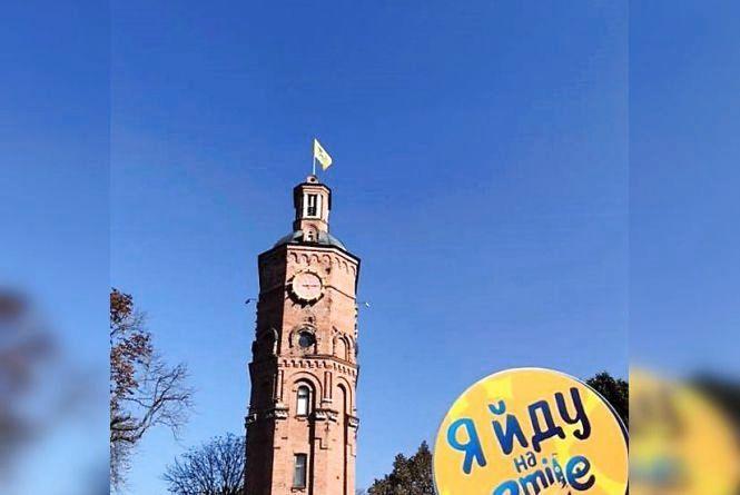 На Вежу причепили жовтий прапор. Що це значить?