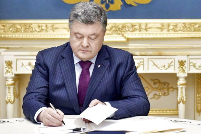 На День вчителя президент Порошенко відзначив чотирьох вінничан