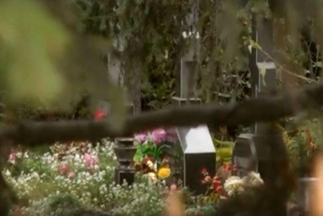 По сусідству з кладовищем. Вінничанка судиться зі священиком