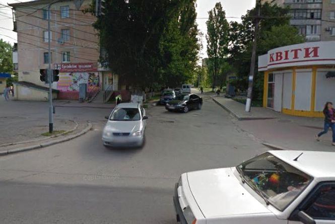 Петиції: просять знак на Грибоєдова та світлофор на Привокзальній