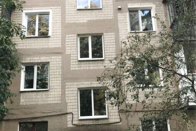 Замість старих – нові енергозберігаючі: де у Вінниці міняють вікна у під'їздах?
