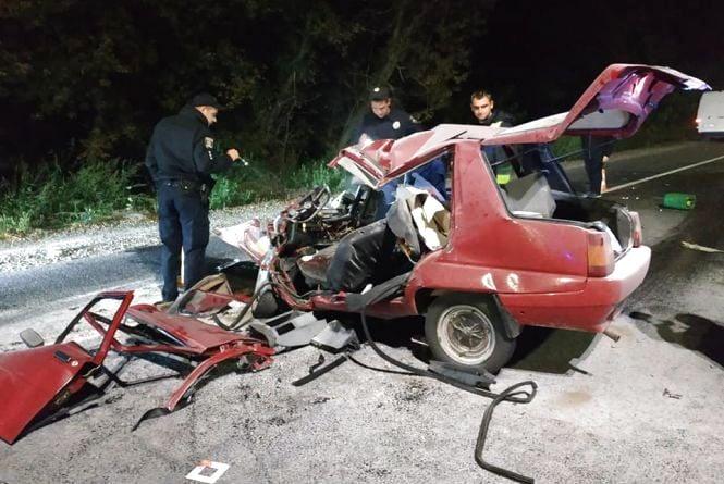 Моторошне ДТП на Барському шосе: водій «Славути» врізався у вантажівку