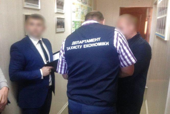 """Керівник Липовецької дільниці """"Вінницягаз"""" попався на хабарі. За що вимагав 12 тисяч?"""