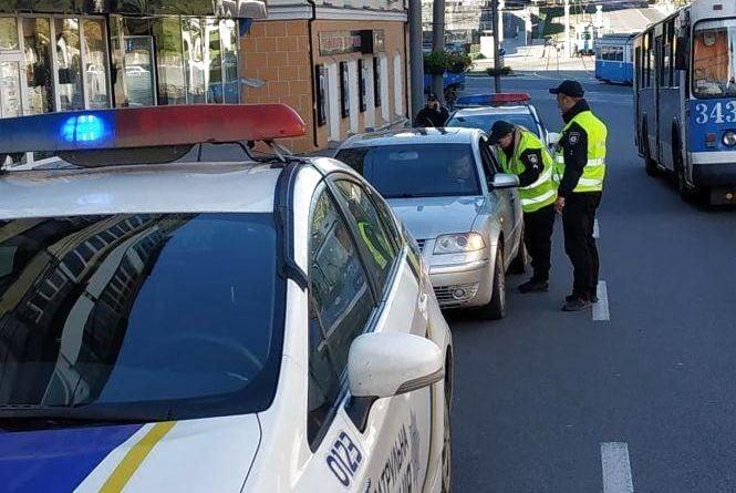 Поліція нагадала вінничанам, як правильно паркуватись