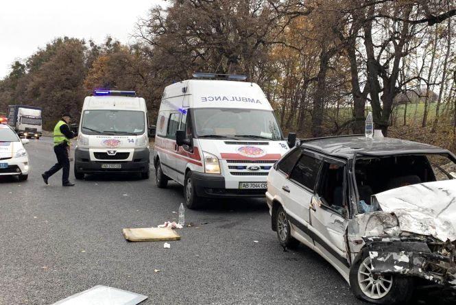 ДТП біля Комарів: водій «дев'ятки» врізався в автобус. На місці дві швидкі та пожежні (ОНОВЛЕНО)