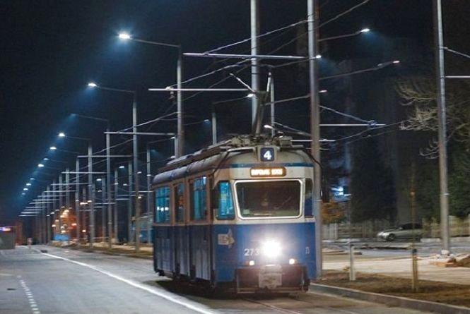 Реконструкція Замостянської: вулицю уже підсвічує понад 70 LED-світильників