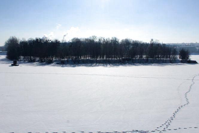 «Дістатись на Кемпу можна тільки в 20 градусний мороз»: просять місток чи кораблик до острова