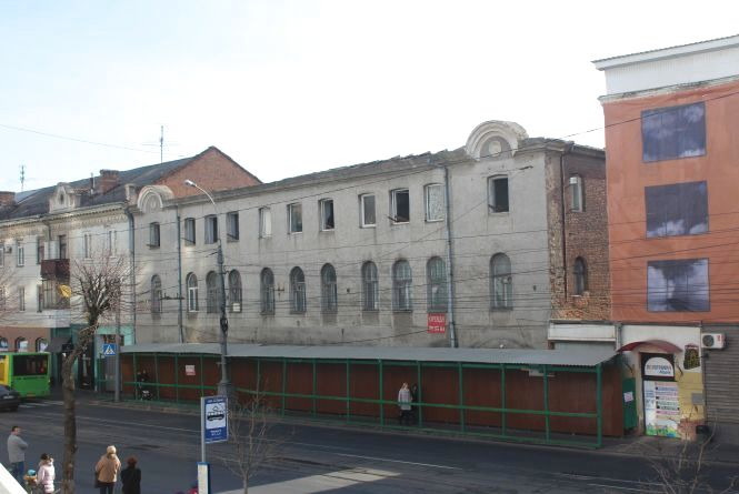 У центрі Вінниці почали розбирати дім. На його місці буде офісний центр