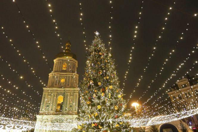 Новий рік та Різдво: у грудні на українців чекає дві робочі суботи та 11 вихідних