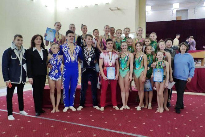 Сім медалей привезли вінницькі акробати з Чемпіонату України