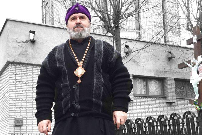 Митрополит Роман: «Я не даю руку цілувати – хай хрест цілують…»