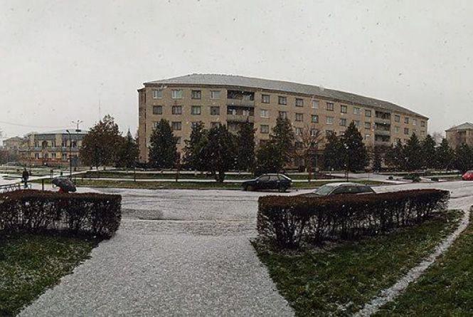 «Мокрий сніг, налипання мокрого снігу та ожеледиця». Чого чекати від погоди у четвер?