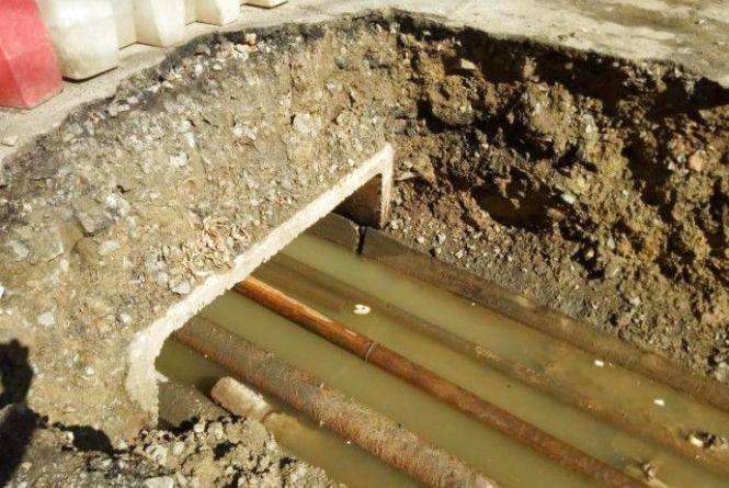 Труби не витримують: чому на Вишеньці та Слов'янці немає гарячої води?