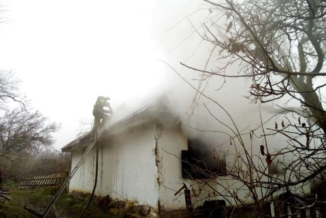 Куріння вбиває: на Вінниччині через сигарету у пожежі згорів дідусь