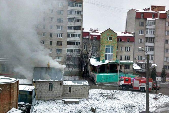 Дим на Стельмаха: загорілася капличка, на місці працюють рятувальники