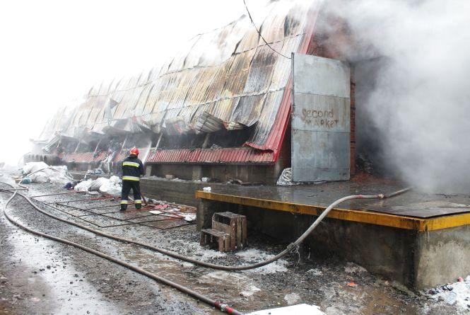 На Келецькій горять склади з секонд-хендом. Репортаж 20minut.ua