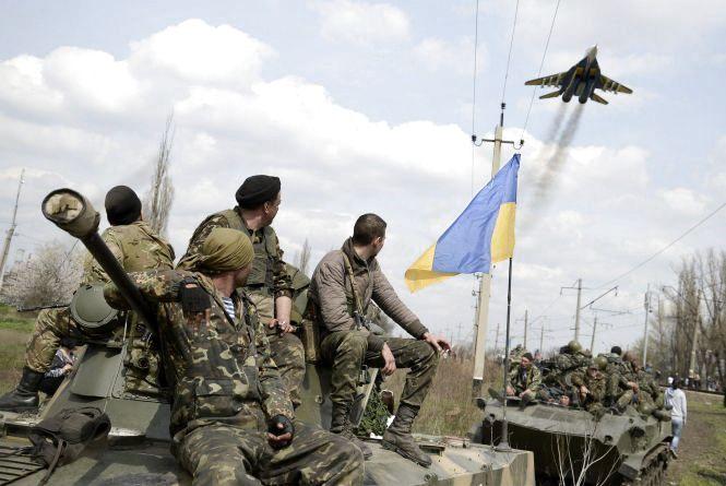 СБУ і ЗСУ приведені в повну бойову готовність. МВС - на посилений варіант служби