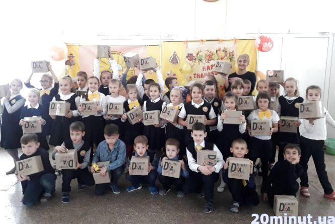 Акція «Діти дітям»: вінницькі школярі зібрали тисячу різдвяних подарунків