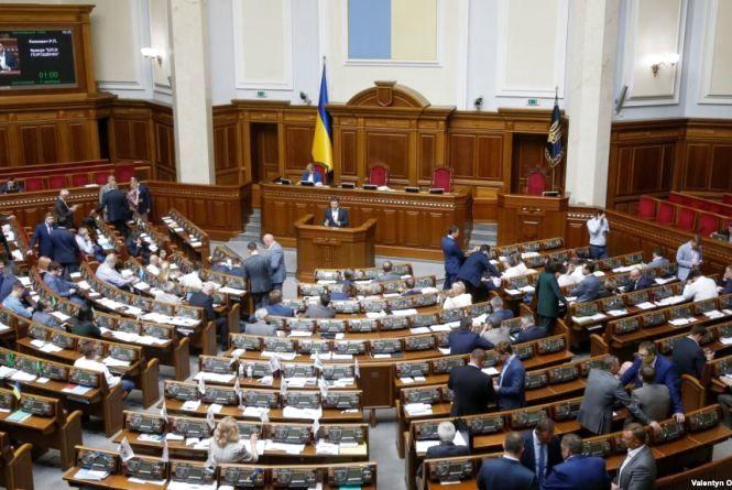 Верховна Рада ввела воєнний стан у 10 областях України. Серед них є Вінницька