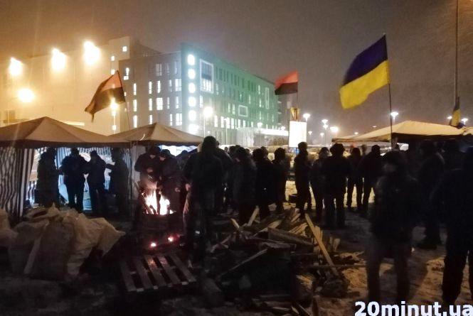 Акція під фабрикою «Рошен»: чому активісти розбили намети та запалили бочки?