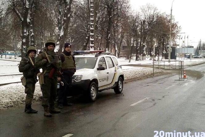 Поліція з автоматами: у Вінниці розставили посилені блок-пости