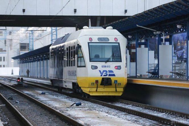 Експрес «Київ - Бориспіль» застряг на другий день після урочистого запуску
