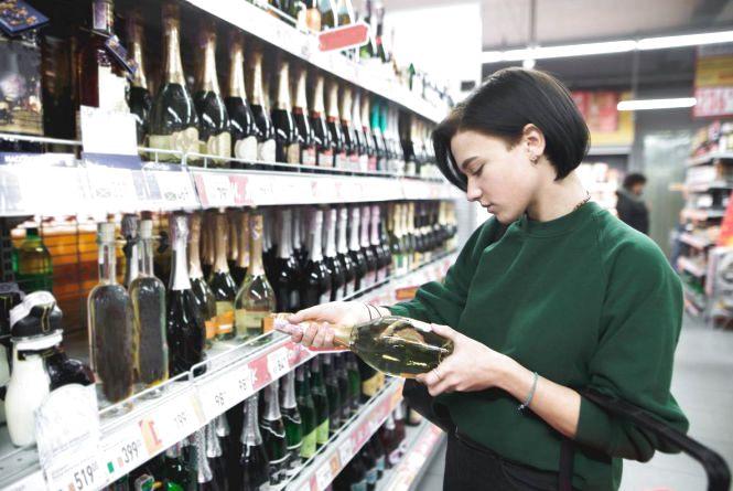 Заборонити нічний продаж алкоголю хочуть у Вінниці: причини та наслідки