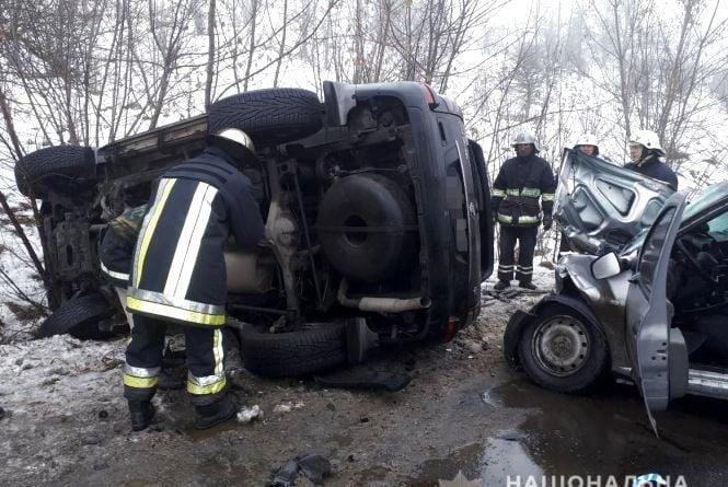 Лоб в лоб: в жахливій аварії під Гайсином загинуло двоє людей