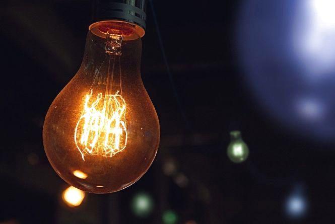 Дев'ять годин без світла. Де завтра діятимуть планові відключення?