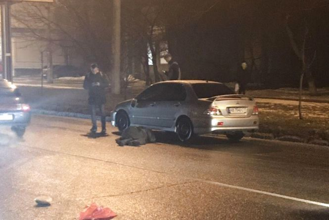 ДТП на Коріатовичів: водій Mitsubishiзбив чоловіка. У сторону центра величезні затори