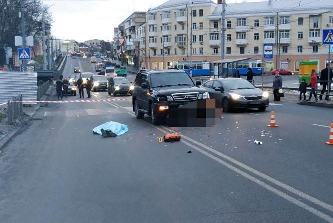 Смертельна ДТП біля Універмагу: водій Lexus збив на переході чоловіка