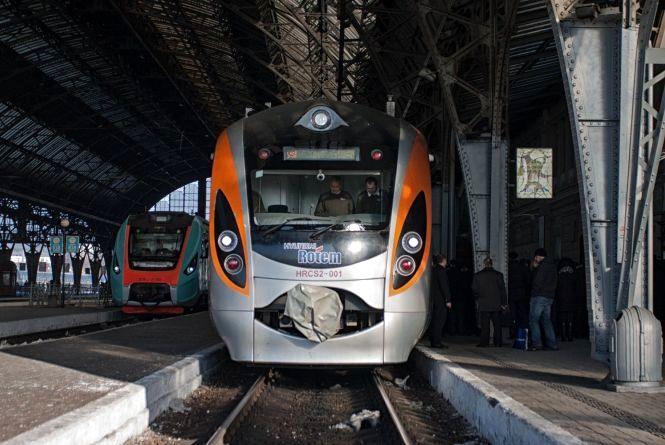 На новорічні свята Укрзалізниця запускає новий поїзд до Перемишля