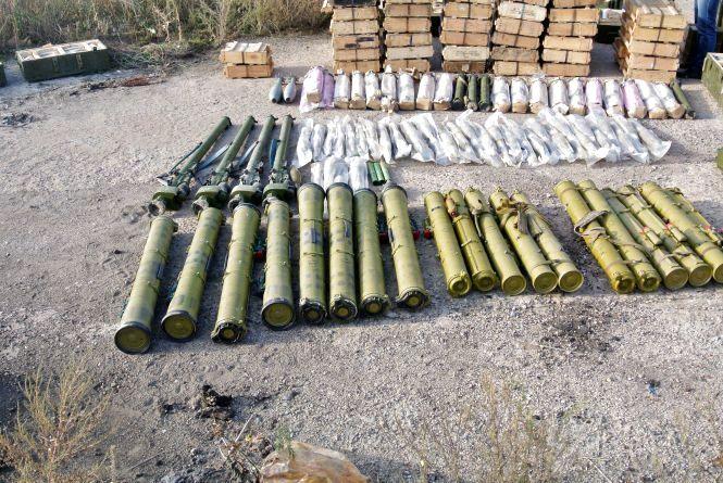 Гранати, міни та тротил: СБУ викрили військовий схрон у районі проведення ООС
