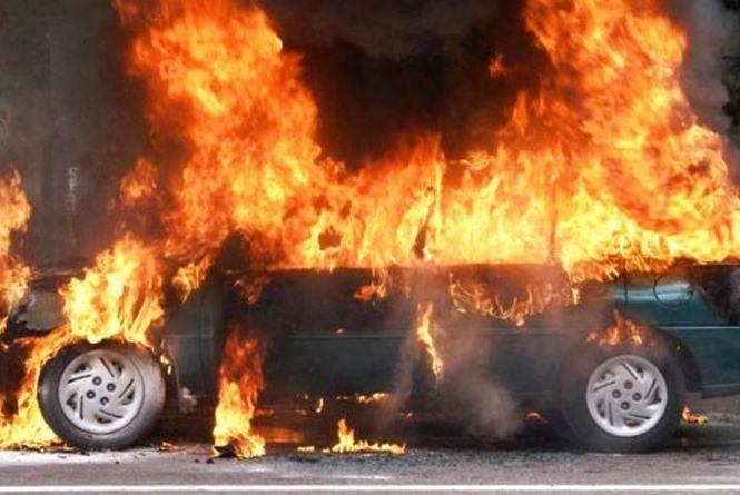За добу на Вінниччині згоріло два легковика. Один підпалили