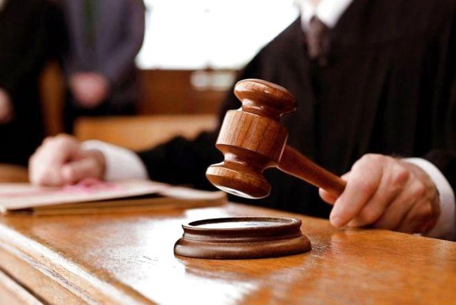 Залишив 100 доларів на столі судді — отримав «умовний» термін