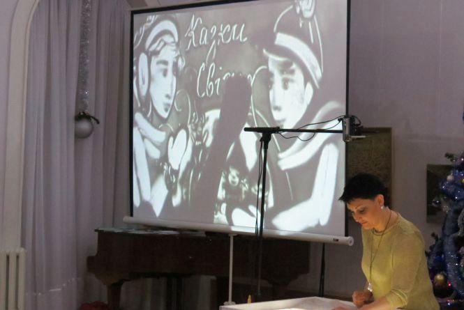 «Пісочні казки» до свята Миколая розповідали юні вінничани