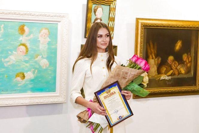 «Міс миру» – Богдана Плотиця повернулася до Вінниці. Як студентку зустрічали у місті?