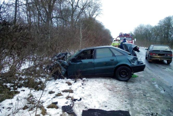 Негода на Вінниччині: водій Audi врізався у Газель. Викликали рятувальників