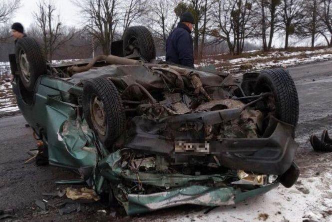 Лоб у лоб: у Томашпільському районі в ДТП загинуло три людини та семеро постраждало