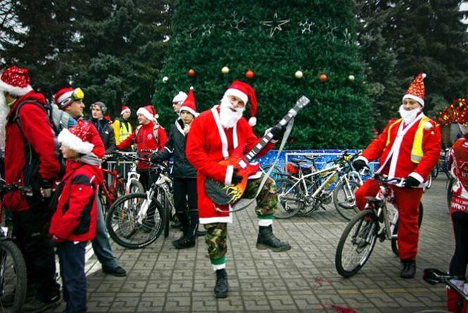 Вулицями Вінниці проїдуть Діди Морози, Снігурки та Олені на велосипедах