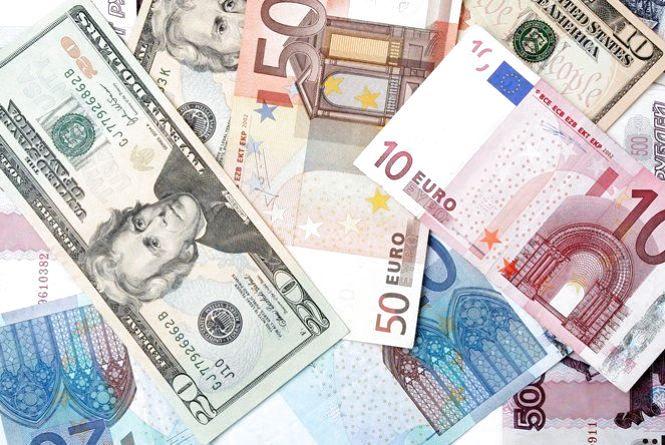 Свята закінчилися: що очікує долар, євро та рубль на наступному тижні?