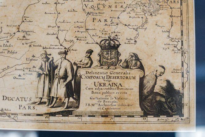 Вінницький музей показує старовинні мапи України у Міністерстві закордонних справ