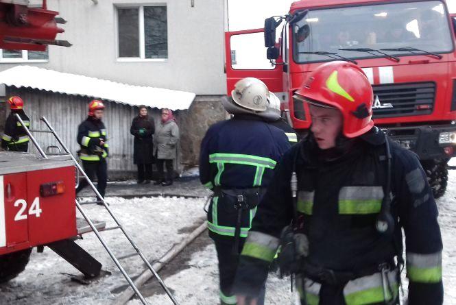 Пожежа на Келецькій: 15 рятувальників евакуйовали людей з дев'ятиповерхівки
