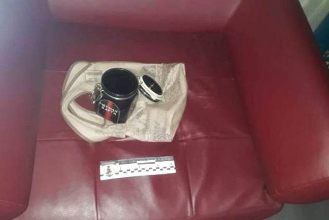 Поліція та вибухотехніки у мерії: банка з кавою наробила серйозного «кіпішу»