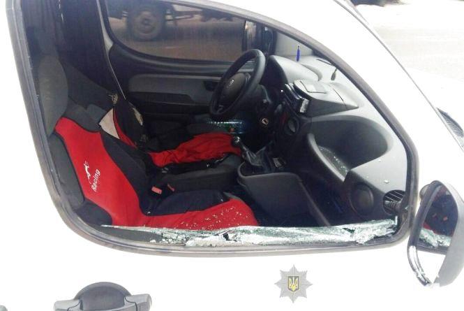 Напад на таксиста: на Вінниччині хуліган розбив авто та порізав водія