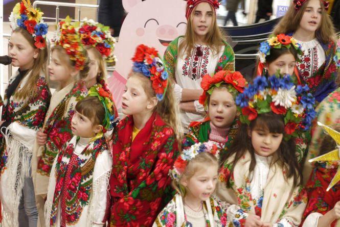 У вінницькому торговельному центрі діти заспівали «Щедрик» Леонтовича