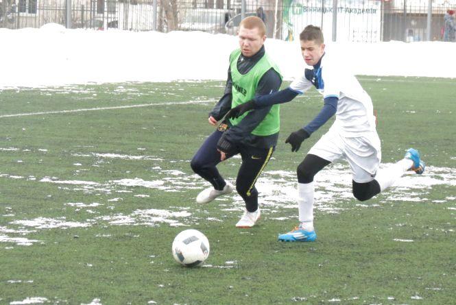 У футбольному меморіалі Олега Серьогіна випускники поступилися молодшим за віком