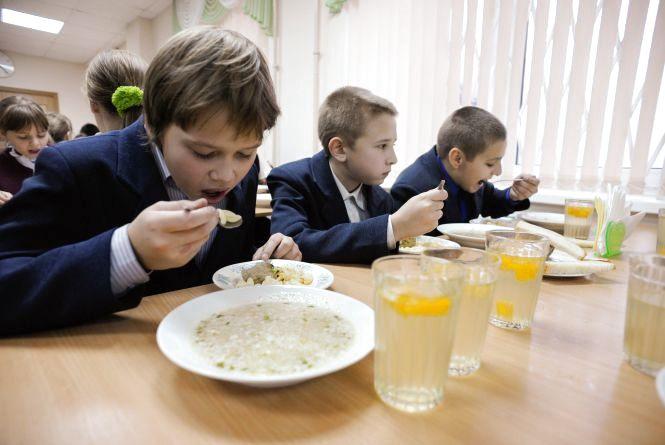 Спалах харчової інфекції:  отруїлися першокласники. Гімназію закрили на карантин